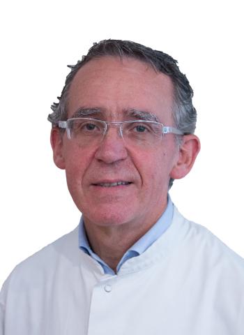 Imagen del Dr. Andoni Guisasola, Director médico de la clínica dental Guisasola, Médico Especialista en Estomatología y diplomado en Periodoncia Clínica.